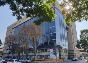 Retail Shops to rent in Rosebank JHB The Mall Offices, Ref: 180086