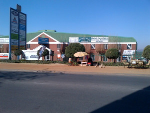 Retail Property to rent in Woodmead Woodmead Commercial Park, Ref: 178002