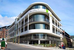 Commercial Property to rent in Gardens Wembley Square, Ref: 187907