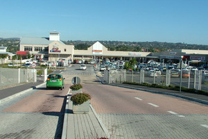 Retail Property to rent in Vredekloof Glengarry Shopping Centre, Ref: 165635