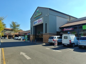 Retail Property to rent in Silver Lakes Hazeldean Square Shopping Center, Ref: 152079